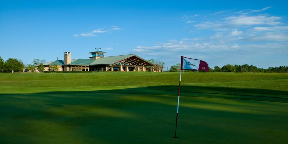 9th Green and Clubhouse
